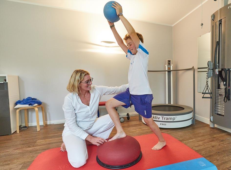 Therapieformen Physiotherapie - Triggerpunkttherapie – Kinesio Taping – Fußreflexzonentherapie – Dry Needling – Hot Stone Therapie